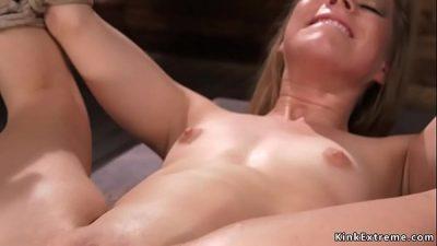 Милая Девушка Испытывает Сильные Оргазмы От Анала
